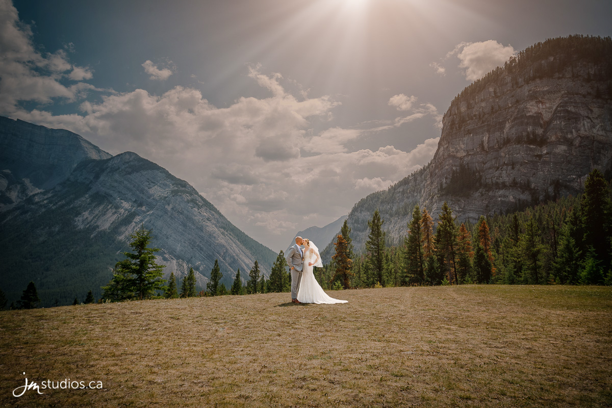 180728_0001-Banff-Wedding-Photographers-Moose-Hotel-and-Suites-JM_Photography