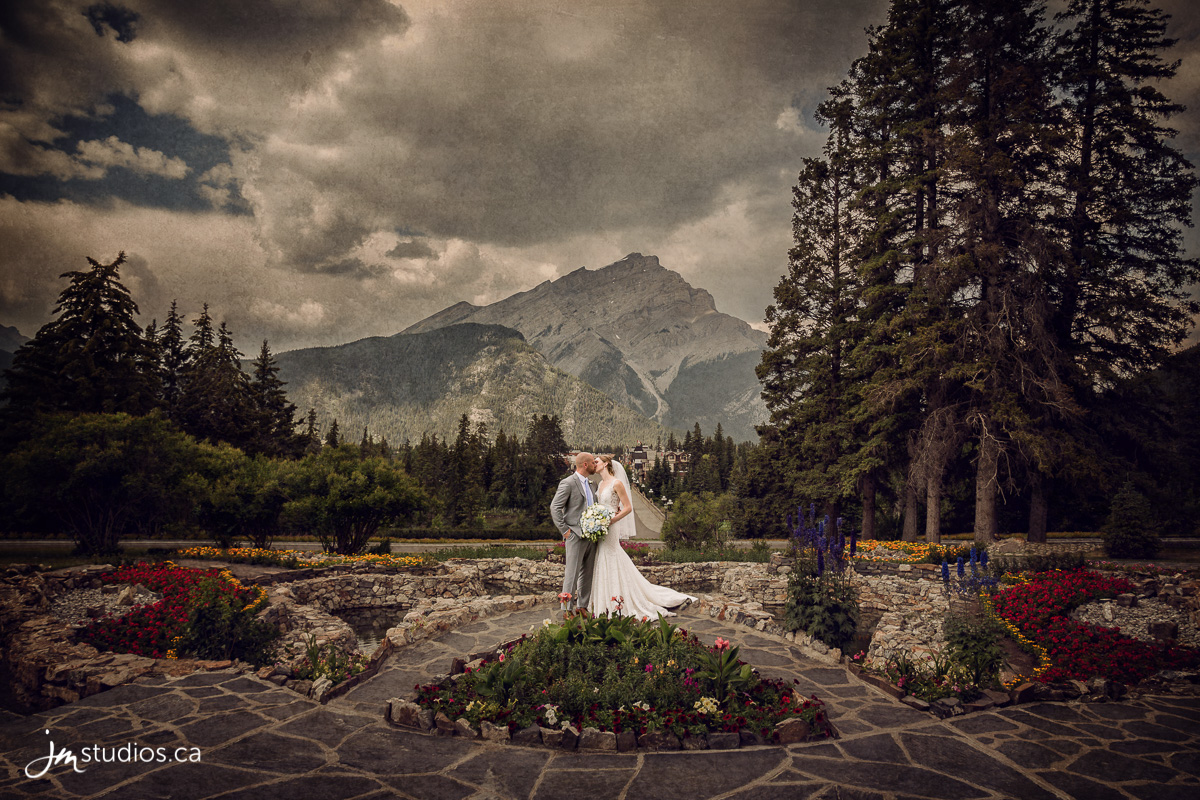 180728_6137-Banff-Wedding-Photographers-Moose-Hotel-and-Suites-JM_Photography