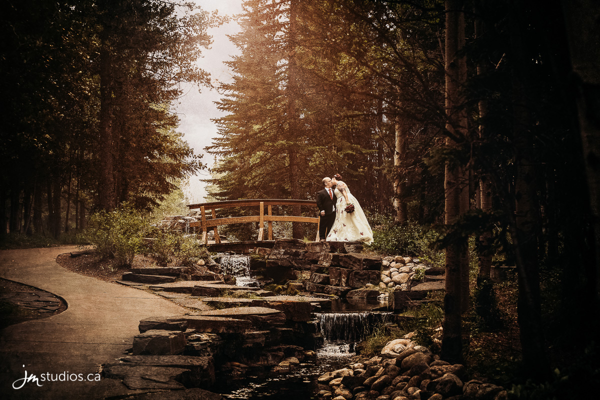 180818_5089-Rocky-Mountain-Wedding-Photographers-Kananaskis-Mountain-Lodge-JM_Photography