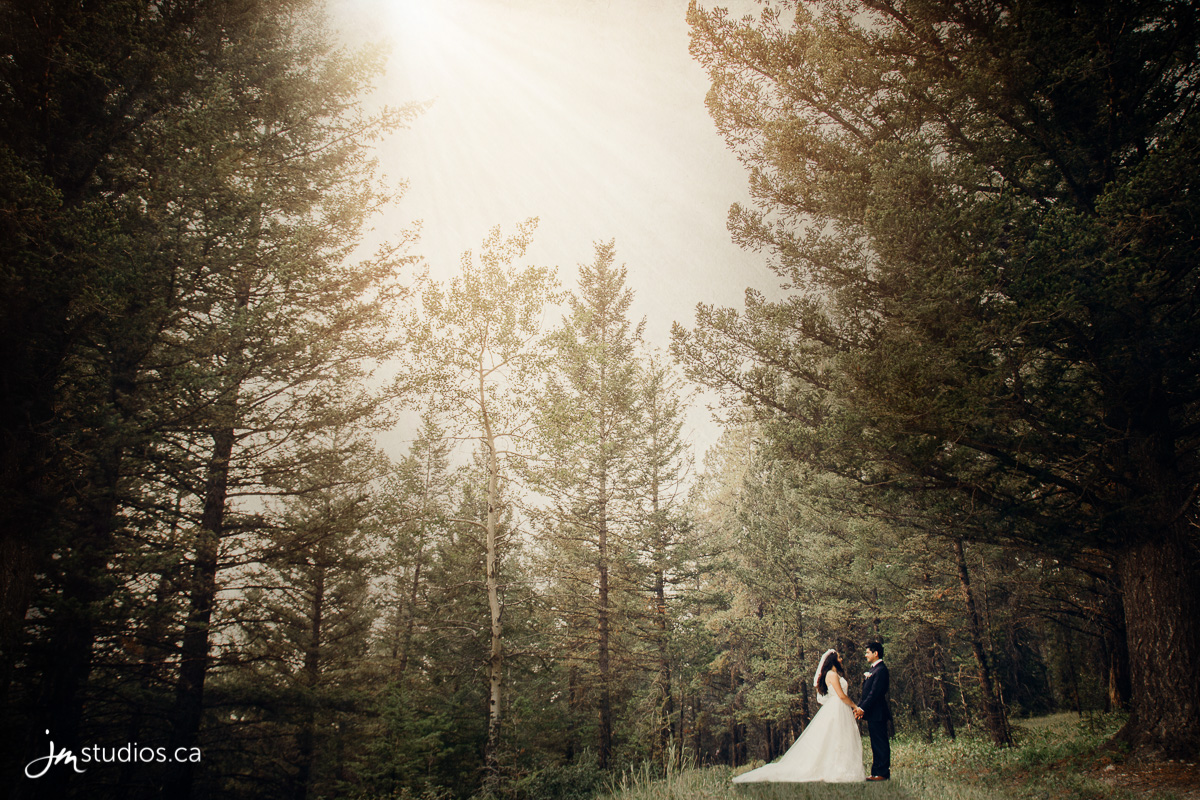 180819_5203-Rocky-Mountain-Wedding-Photographers-Silvertip-Resort-Canmore-JM_Photography