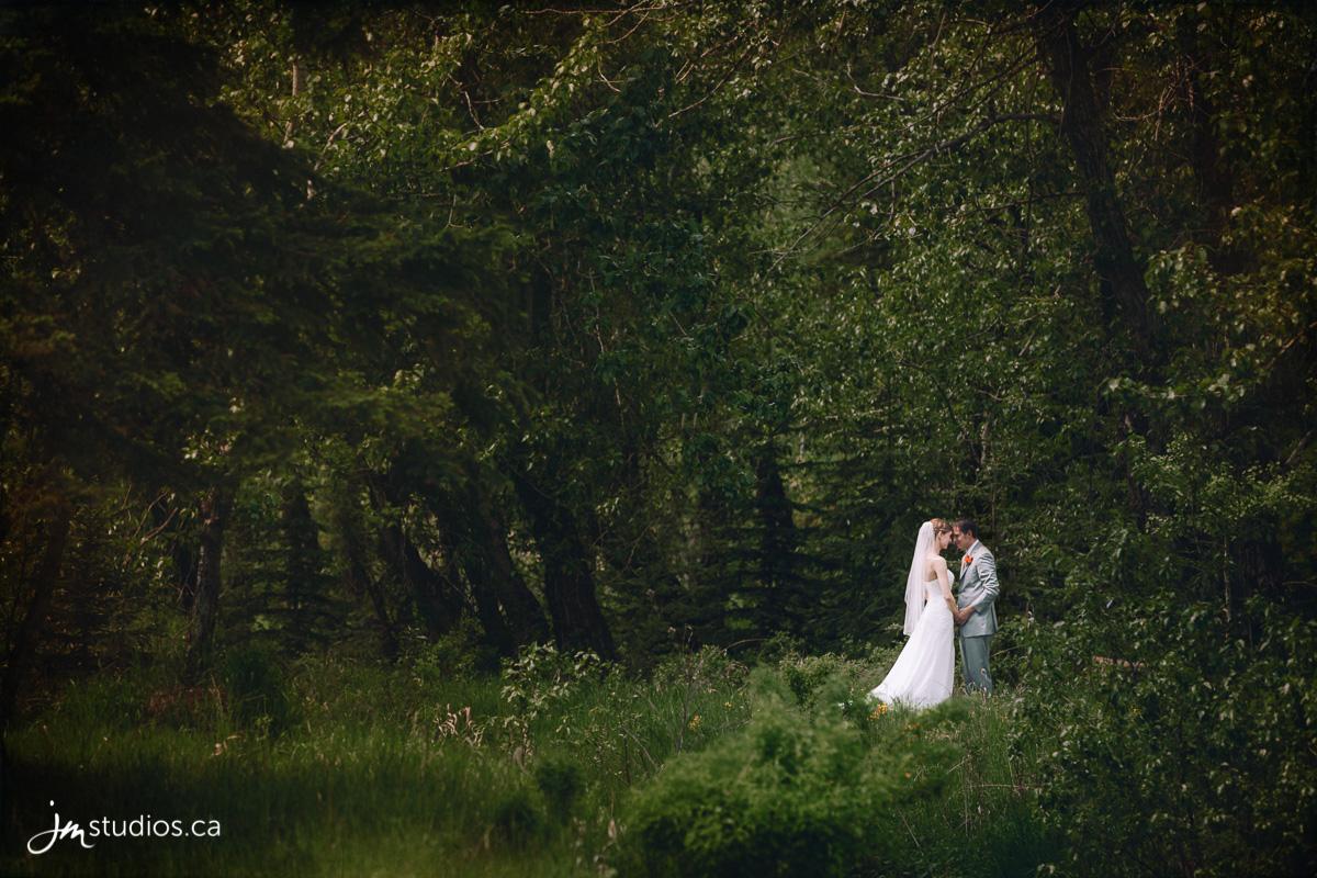 170527_00001-Calgary-Wedding-Photographers-Fish-Creek-Park-JM_Photography